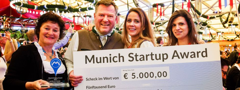 Bürgermeister Josef Schmid mit den Siegerinnen beim Munich Startup Award 2017, Foto: Robert Pupeter, Munich Startup