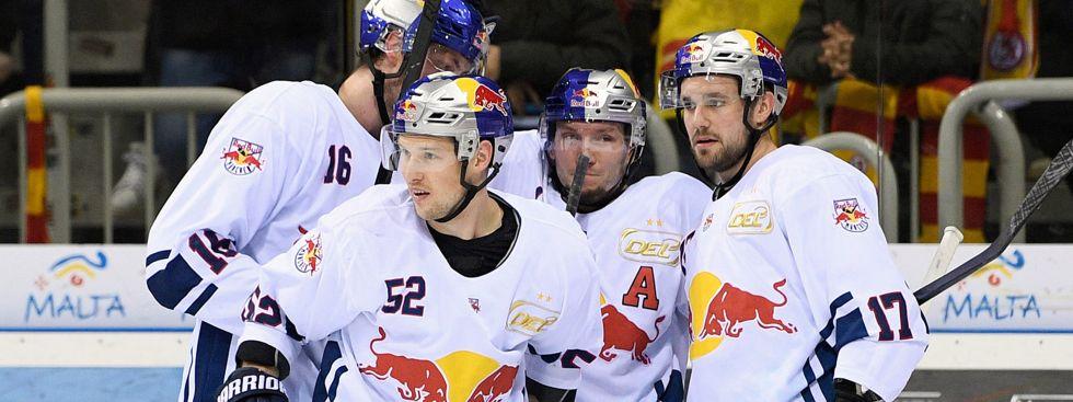 Jubel bei den Red Bulls im Spiel gegen die DEG., Foto: Red Bull / Gepa Pictures