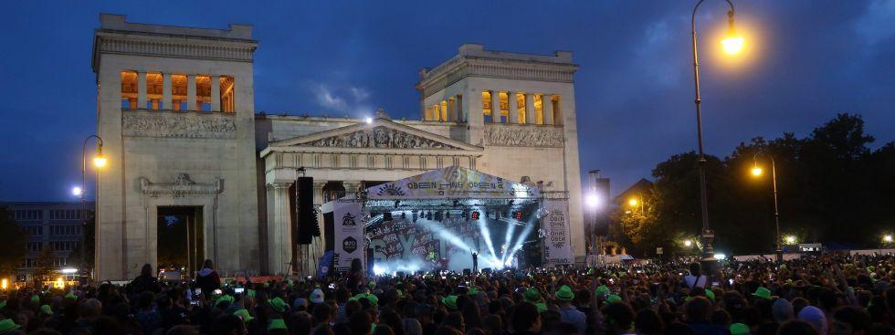 Oben Ohne Open Air auf dem Königsplatz, Foto: KJR