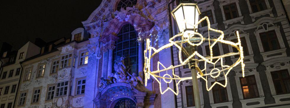 Weihnachtliche Lichtspiele an der Asamkirche, Foto: muenchen.de/Rico Güttich