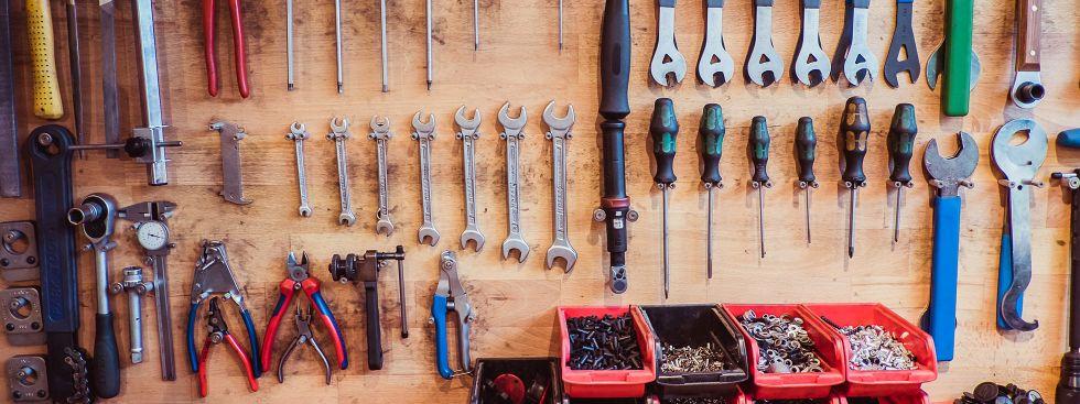 Werkzeug an der Wand, Foto: Anette Göttlicher