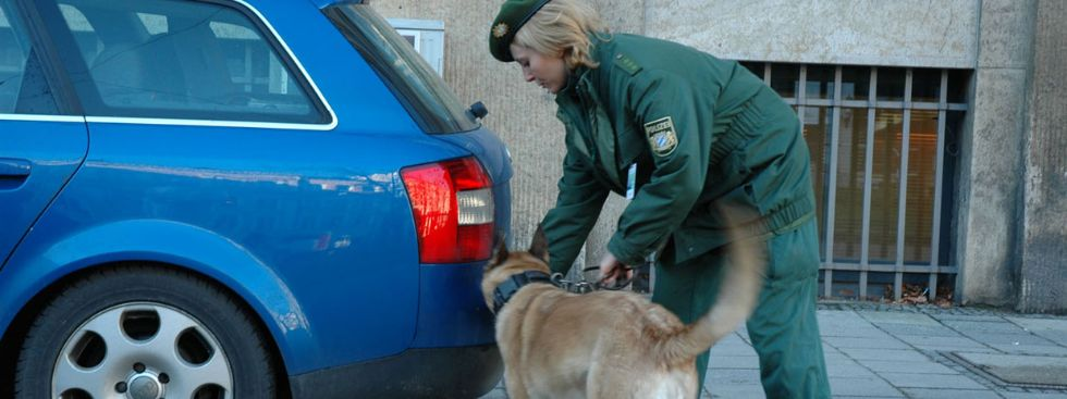 Polizistin mit Hund, Foto: Münchner Polizei