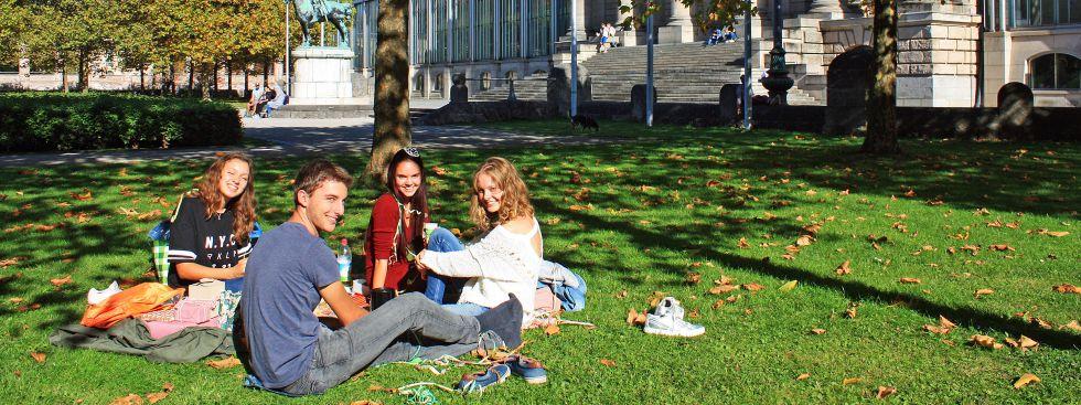 Sonniges Herbstwetter hinter der Staatskanzlei, Foto: muenchen.de/Leonie Liebich