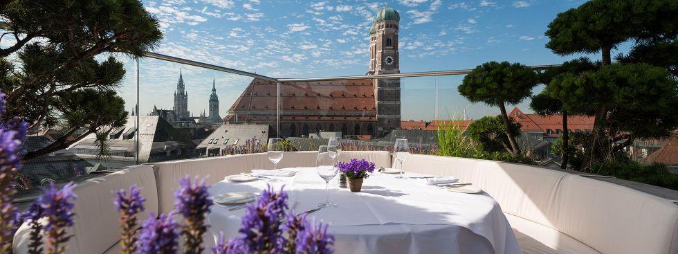 Dachterrasse des Hotels Bayerischer Hof in München, Foto: Daniel Schvarcz