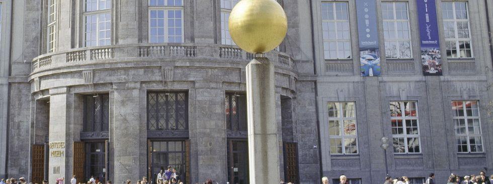 Die Sonne des Planetenwegs vor dem Deutschen Museum., Foto: Deutsches Museum
