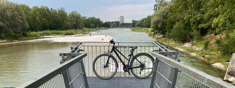 Fahrrad auf dem Marienklausensteg an der Isar, Foto: Anette Göttlicher
