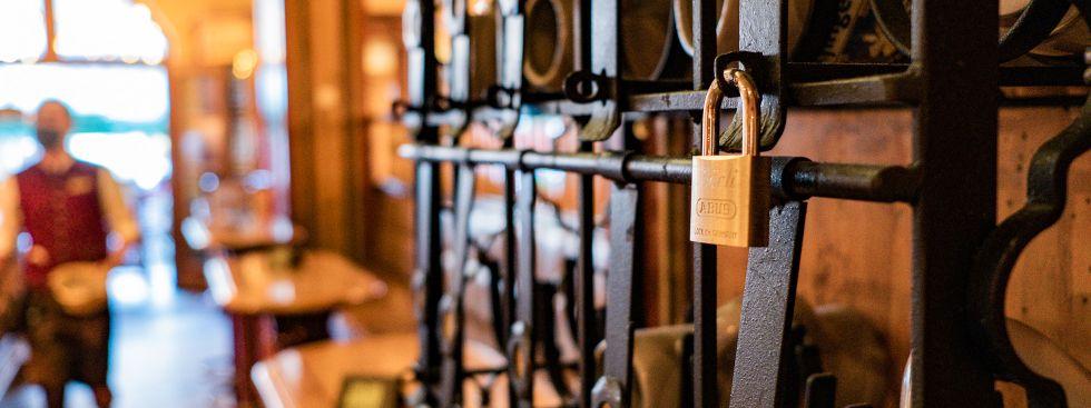 Krug-Tresor in einem alten Münchner Wirtshaus, Foto: Anette Göttlicher
