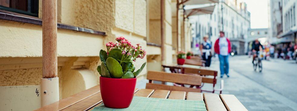 Außenbereich einer Gaststätte in der Münchner Innenstadt, Foto: Anette Göttlicher