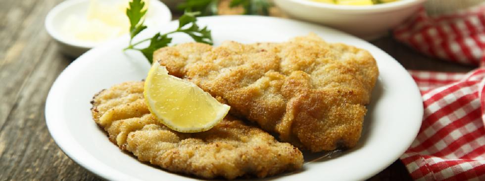 Schnitzel und Kartoffelsalat, Foto: Shutterstock / MariaKovaleva