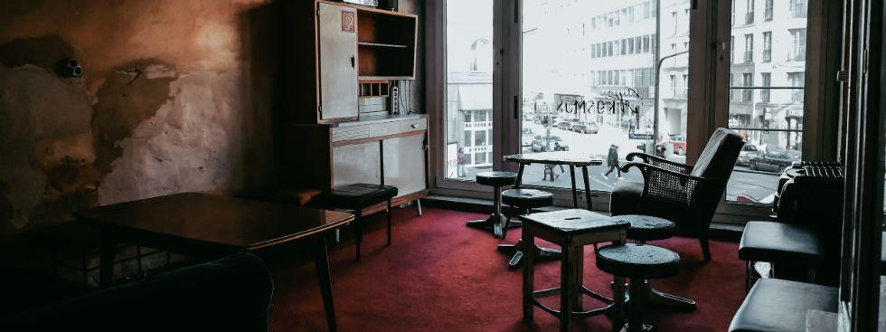 Gute Gespräche im Café Kosmos, Foto: Lukas Schirmer