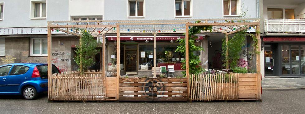 Schanigarten des Trachtenvogl, Foto: Anette Göttlicher