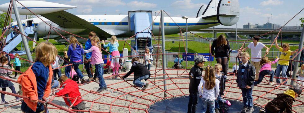 Kinder am Flughafen-Besucherpark, Foto: Werner Hennies/Flughafen München GmbH