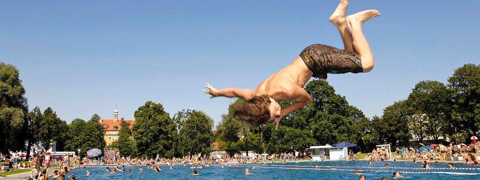 Schyrenbad: Sprung ins Becken, Foto: SWM/MVG