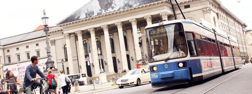 Tram 19 an der Oper am Max-Joseph-Platz, Foto: muenchen.de
