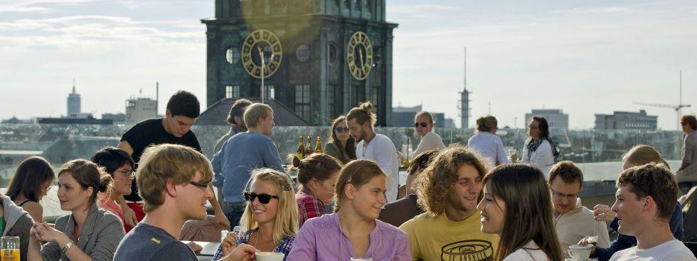 Dachterasse auf dem Café Vorhoelzer Forum der TU, Foto: Andreas Heddergott / TU München
