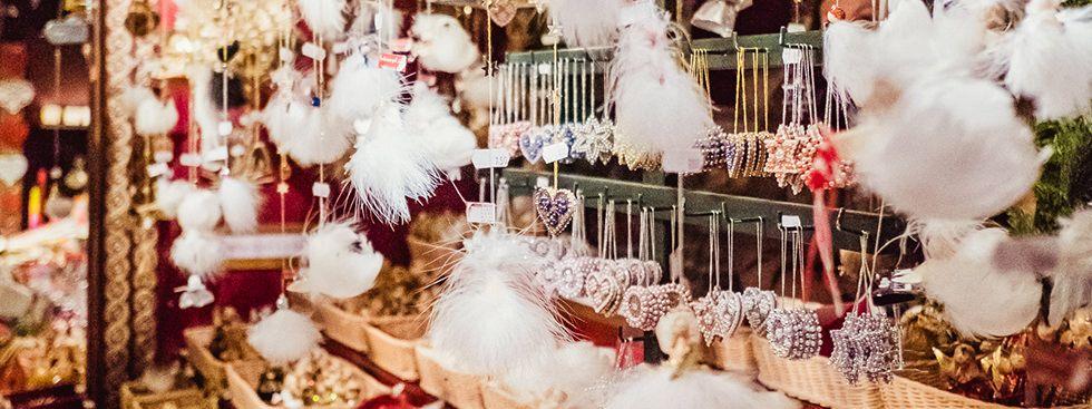 Zarte Federengel vom Münchner Christkindlmarkt, Foto: Anette Göttlicher