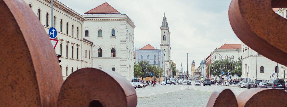 Ludwigstrasse mit Blick zum Odeonsplatz, LMU, Foto: Anette Göttlicher