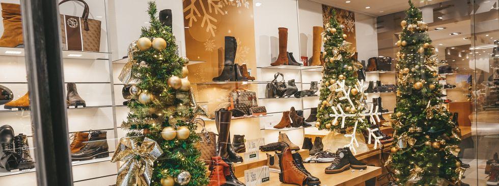 Weihnachtliches Schaufenster Tretter Schuhe Filiale in der Neuhauser Straße, Foto: Tretter-Schuhe