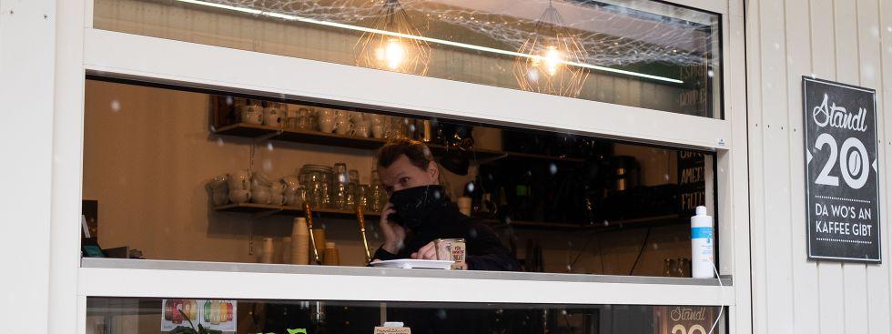 Standl 20 mit Kaffee auf dem Elisabethmarkt, Foto: Anette Göttlicher