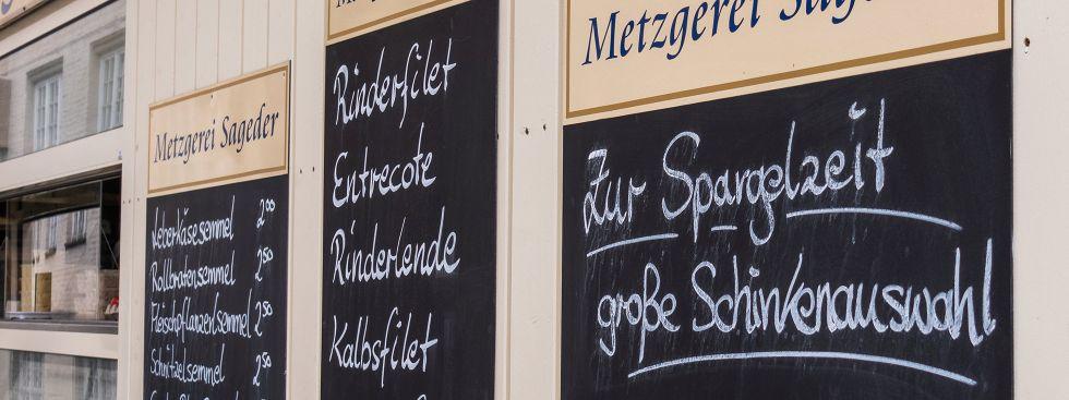 Die Metzger auf dem Elisabethmarkt haben den Schinken zum Spargel, Foto: Anette Göttlicher
