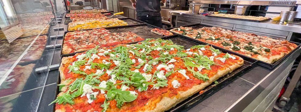 Römische Straßenpizza vom Pasinger Viktualienmarkt, Foto: Anette Göttlicher