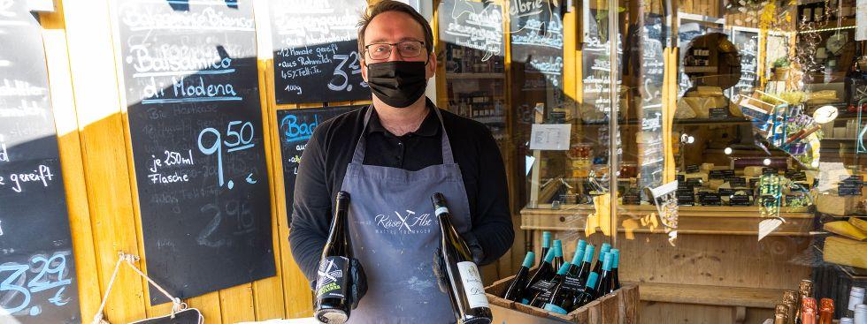 Martin Tscherny von Käse Abt auf dem Pasinger Viktualienmarkt, Foto: Anette Göttlicher