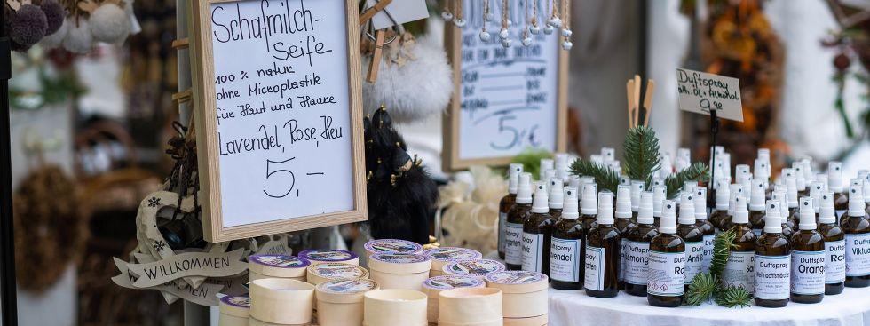 Geschenke am Duftschmankerl-Stand von Elke Fett auf dem Viktualienmarkt, Foto: Anette Göttlicher