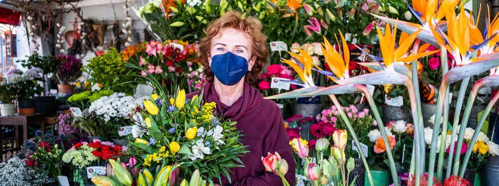 Bunte Blumen für den Ostertisch, Foto: Anette Göttlicher