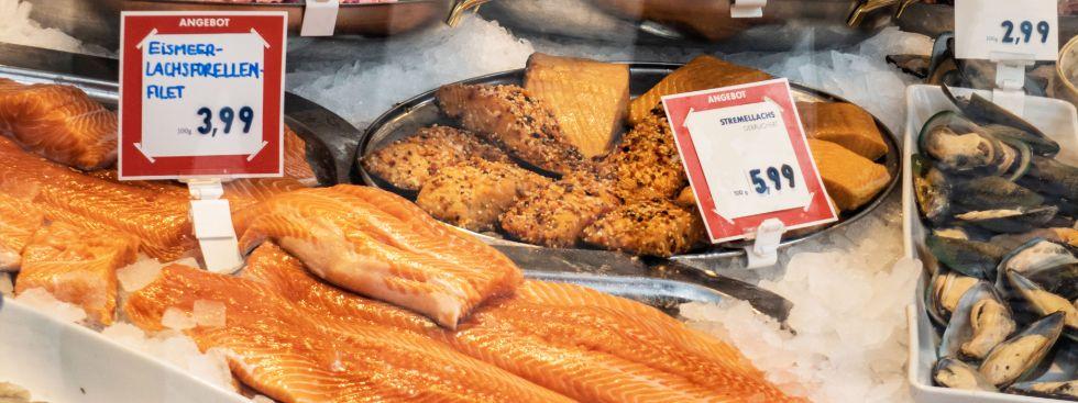 Lachs und Lachsforelle von den Viktualienmarkt-Fischhändlern, Foto: Anette Göttlicher