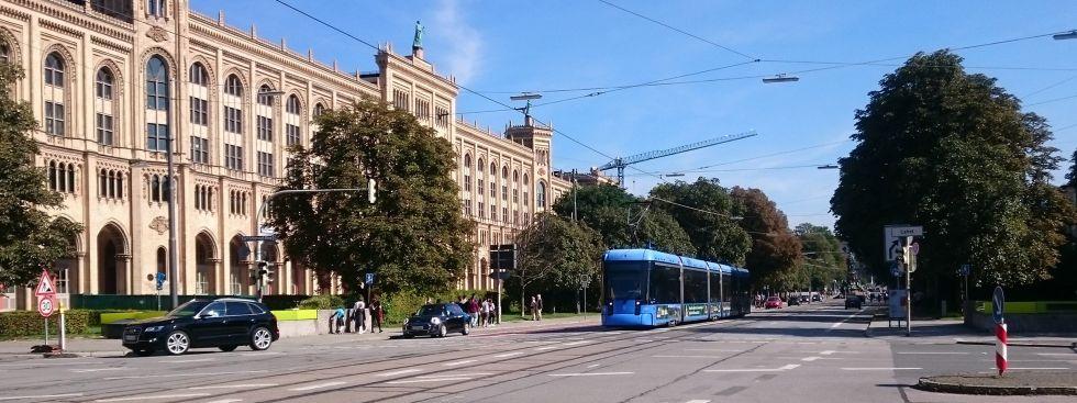 Tram in der Maximilianstraße