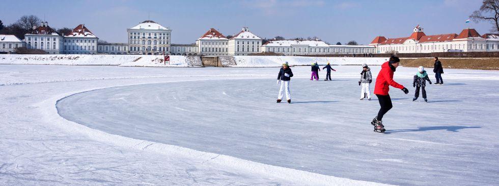 Eislaufen vor Schloss Nymphenburg