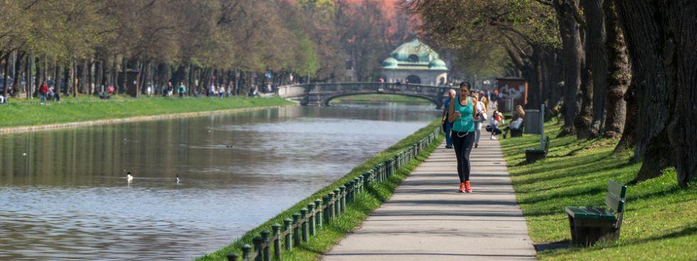 Joggen am Schlosskanal , Foto: muenchen.de/Lukas Fleischmann