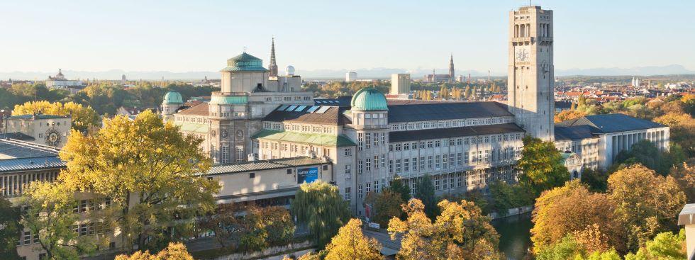 Das Deutsche Museum - Ansicht von Nordwesten im Herbst, Foto: Deutsches Museum