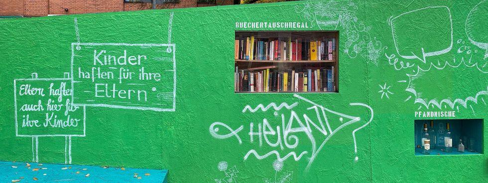Öffentliches Bücherregal in der Zenettistraße im Schlachthofviertel, Foto: Anette Göttlicher
