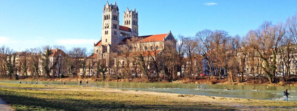 Die Maximilianskirche im Winter bei Sonne, Foto: muenchen.de/Melina Kobras