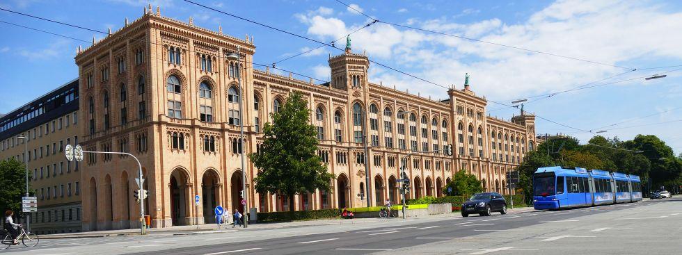 Das Gebäude der Regierung von Oberbayern, Foto: muenchen.de/Mark Read