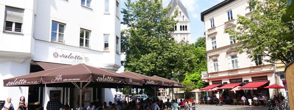 Der St.-Anna-Platz im Lehel im Sommer, Foto: muenchen.de/Mark Read