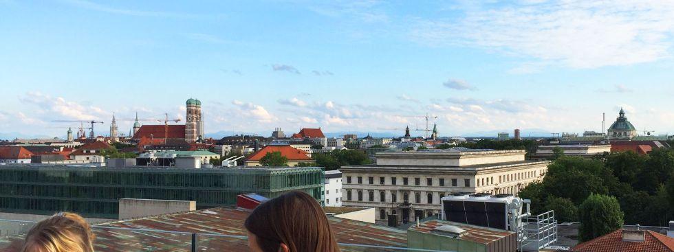 Aussicht von der Dachterrasse des Café Vorhoelzer Forum bei der TU, Foto: muenchen.de/Mark Read