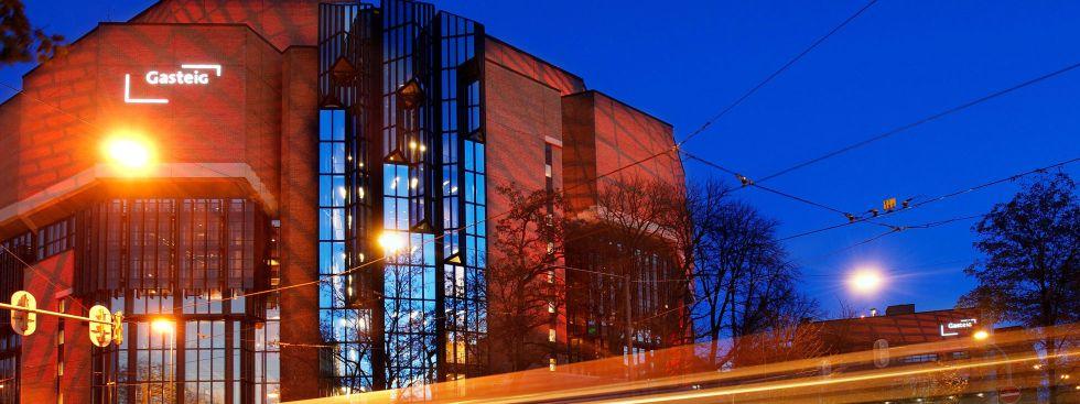 Der Gasteig zur Blauen Stunde von Außen, Foto: Gasteig München GmbH/Matthias Schönhofer