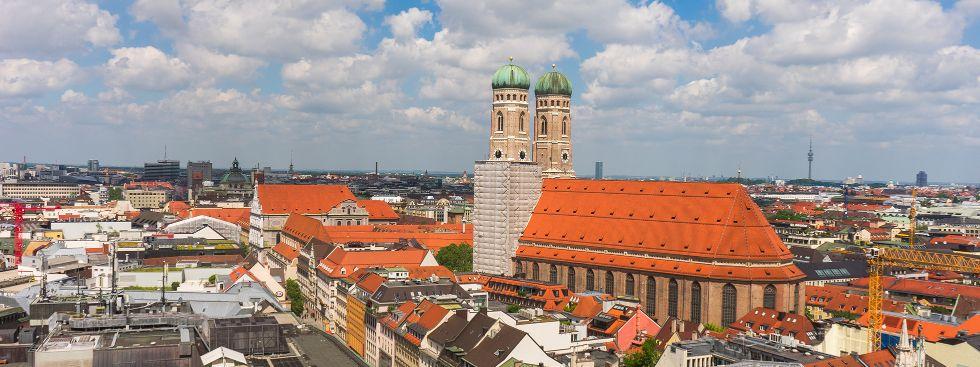 Die Frauenkirche im Sommer, Foto: muenchen.de/Lukas Fleischmann
