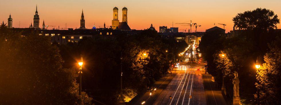 Sommerabend-Panorama in München vom Maximilianeum aus, Foto: muenchen.de/Michael Hofmann