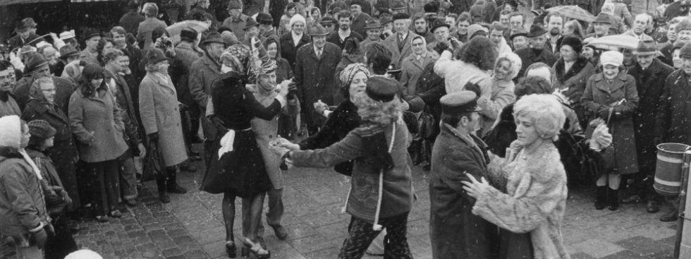 Tanz der Marktfrauen - so war es früher, Foto: Stadtarchiv München/ZBE_B1513