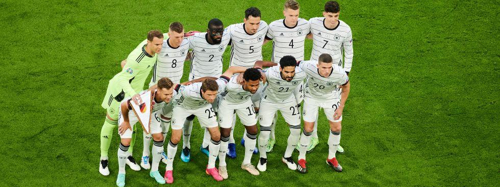Die deutsche Startelf gegen Frankreich beim Teamfoto, Foto: IMAGO / Vitalii Kliuiev