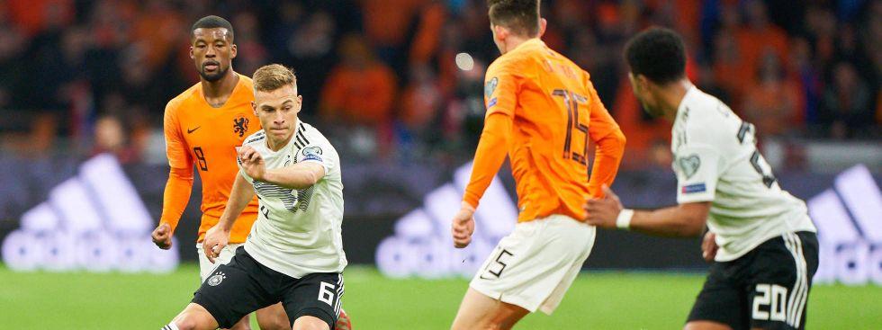 München-Power für das DFB-Team: Joshua Kimmich (li.) und Serge Gnabry vom FC Bayern, hier beim Länderspiel in Holland. , Foto: imago images / ActionPictures