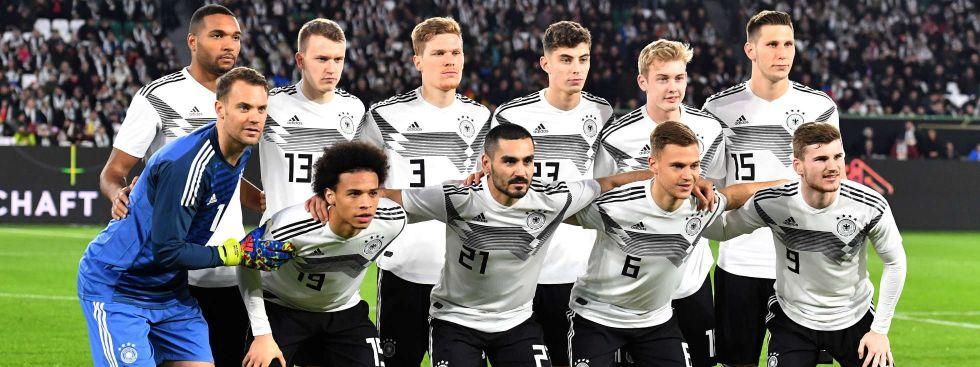 Das DFB-Team um Kapitän Manuel Neuer (vorne links) will bei der UEFA EURO 2020 die Enttäuschung der WM 2018 vergessen machen., Foto: imago images / Bernd König
