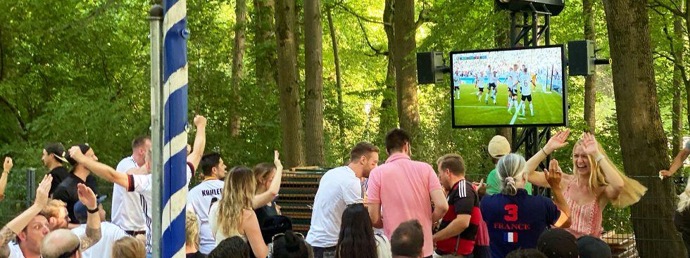Public Viewing im Seehaus im Englischen Garten, Foto: Anette Göttlicher