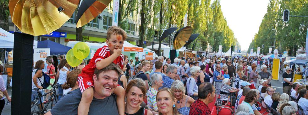 Sommerfeeling mitten in der Stadt: Tausende waren beim Streetlife-Festival und dem Corso Leopold schon am Samstag unterwegs., Foto: Vauelle/muenchen.de