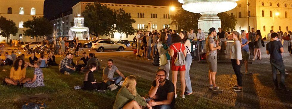 Studenten feiern beim Sommerfest der LMU München., Foto: muenchen.de/Vauelle
