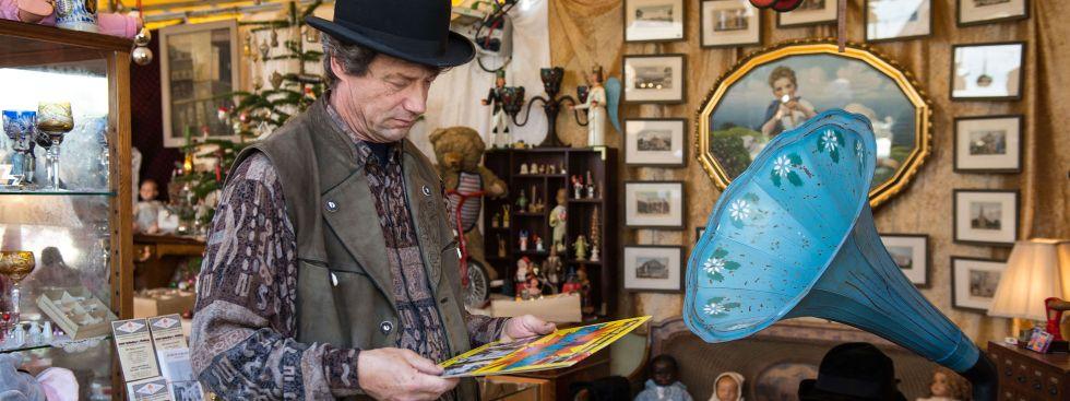 Antiquitätenstand auf der Auer Dult, Foto: LHM-RAW/Lukas Barth