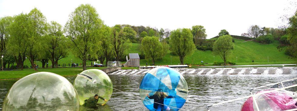 Ballons auf dem Wasser, Foto: muenchen.de/ Dan Vauelle